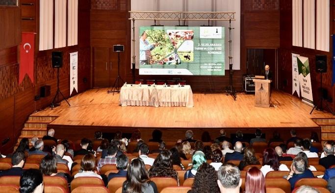 """Başkan Soyer: """"Gıdada etik ilkeler, hukuk ile ete kemiğe büründürülmeli"""""""