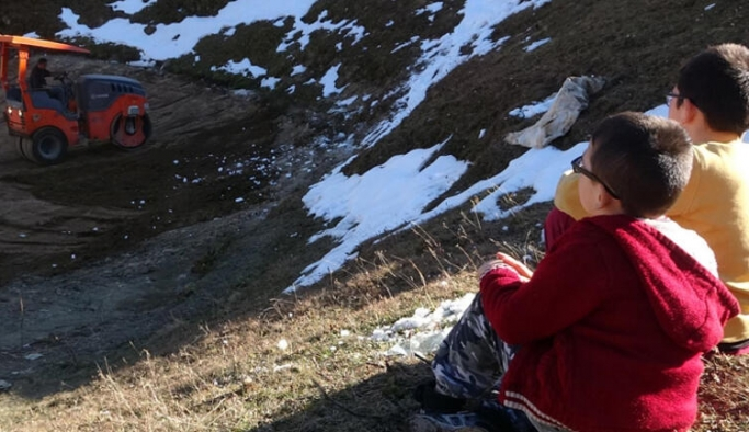 Dipsiz Gölü inceleyen Bakan Yardımcısı Birpınar: Burası bir çevre felaketi olarak görülüyor