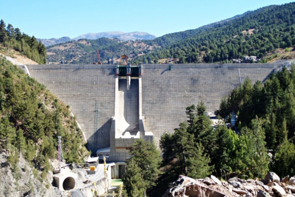 Baraj çatlağı doğayı kirletiyor!
