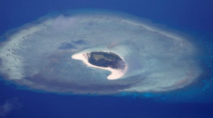 Endonezya'da 2 ada su altında kaldı!