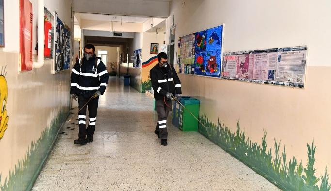 İzmir'deki okullar dezenfekte ediliyor