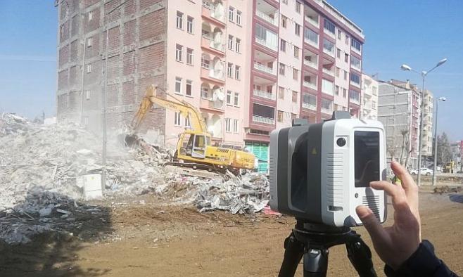 Depremin hasar verdiği bölgelerde lazerle inceleme