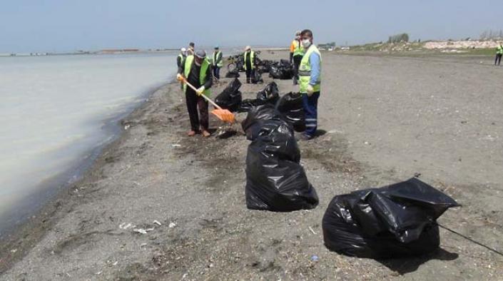 Van Gölü'nde  200 ton çöp toplandı
