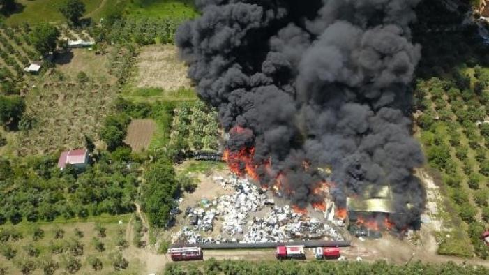 Bursa'da geri dönüşüm tesislerinde yangın