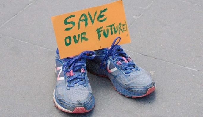 """İsveç'in 16 kentinde iklim için """"ayakkabı grevleri"""""""