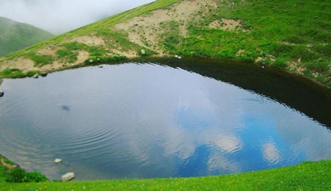 Çevre ve Şehircilik Bakanı Murat Kurum'dan Dipsiz Göl paylaşımı: Yeşilin içinde hayat buldu
