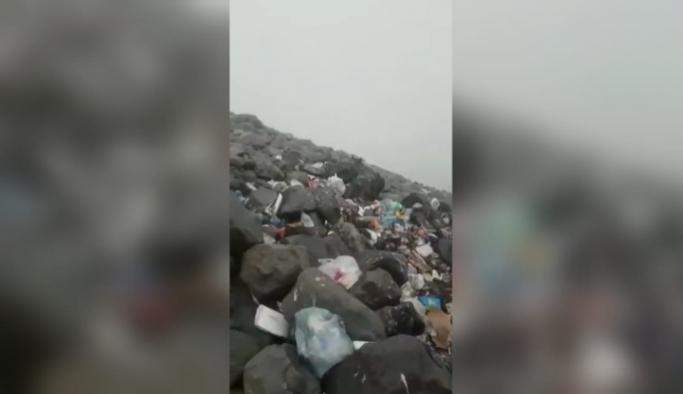 Ağrı Dağı'nın zirvesi bile çöp yığınıyla doldu!