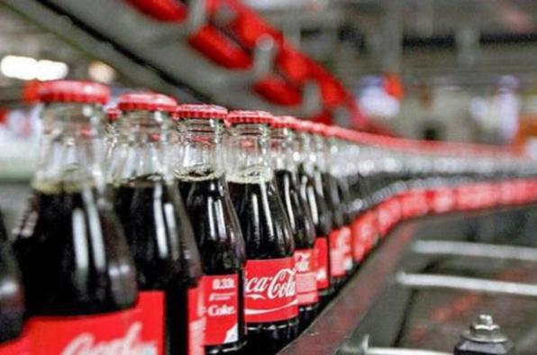 Coca cola daha fazla su isteyince halk ayaklandı