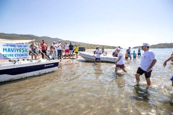 İzmir'de, 'Geleceğe temiz bir dünya bırak' sloganıyla kıyılar temizlendi