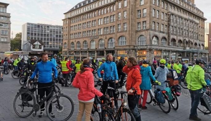 Almanya iklim grevi için sokakta