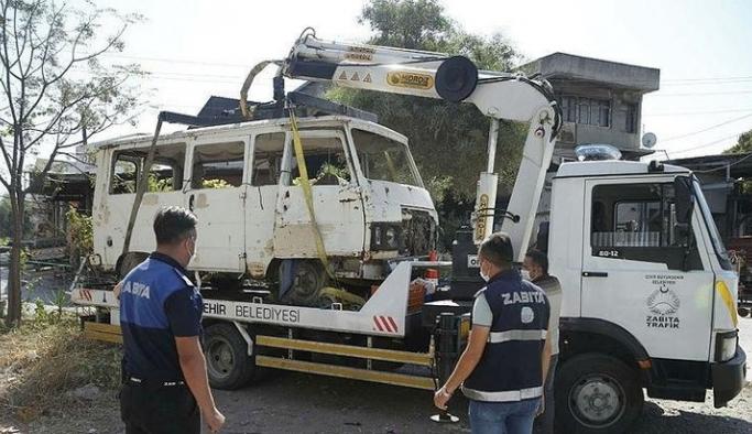 İzmir Konak'ta hurda araç operasyonu