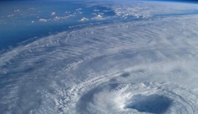 Antarktika üzerinde son dönemin en büyük ozon deliği oluştu!