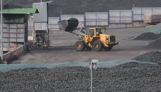 Depolanan kömürler yandı, firmaya 265 bin lira çevre cezası kesildi