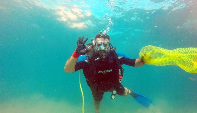 Alanya'da dalgıçlardan deniz dibi temizliği