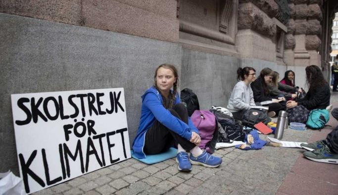 Greta Thunberg, iklim için yapılan cuma eylemlerini internete taşıyor