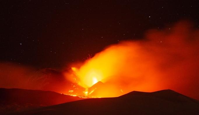 2020 son kozunu oynuyor! Etna Yanardağı yeniden faaliyete geçti