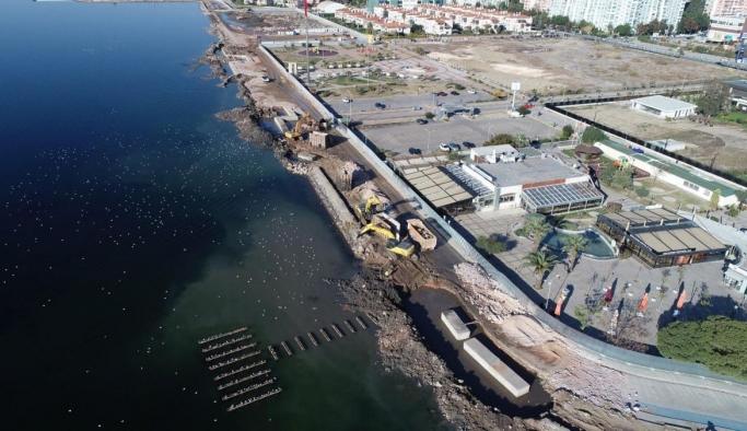 Karşıyaka'da sahile topraktan set çekmek çevre kirliliğine neden oldu