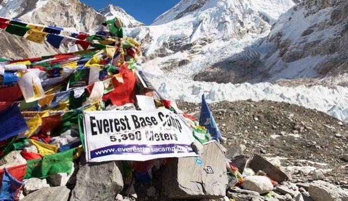 Everest'te çöplerden sanat