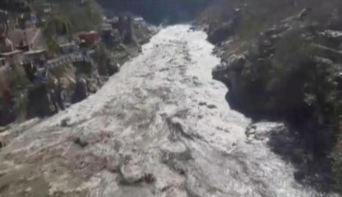 Hindistan'da buzul parçası nehre düştü: 150 kişi kayıp