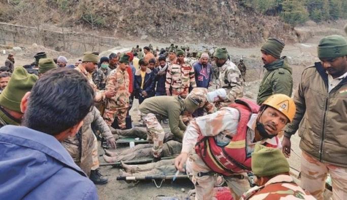 Hindistan'da buzul parçasının nehre düşmesi sonucu oluşan selde can kaybı 35'e çıktı