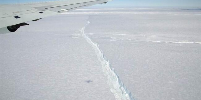 Antarktika'da 270 kilometrelik devasa çatlak oluştu