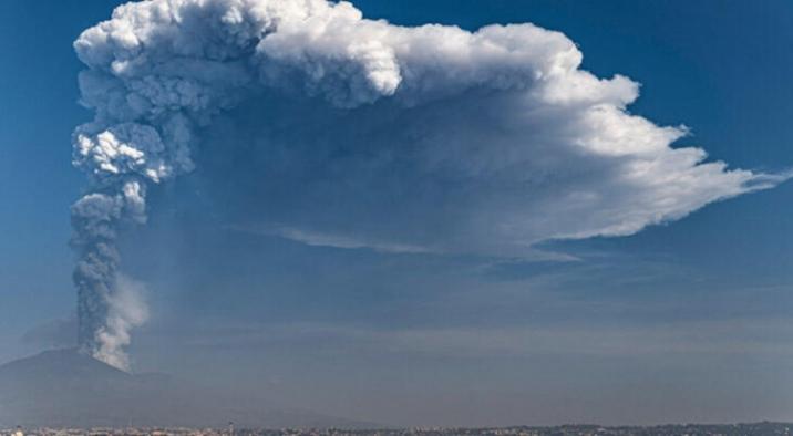 Etna yanardağından ürküten görüntü