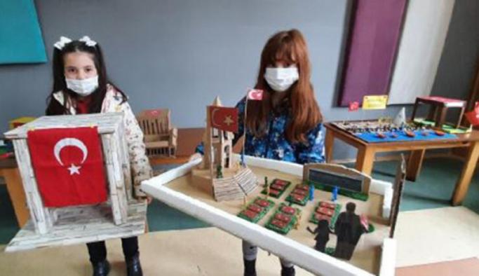 Geri dönüşüm malzemeleri ile Çanakkale sergisi açtılar