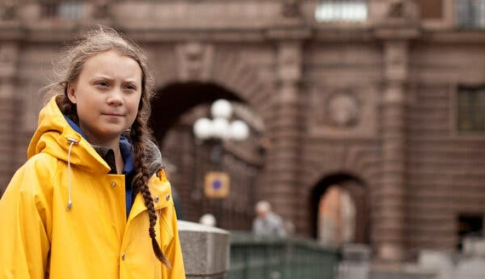İngiltere'de bir okul Greta Thunberg'in heykelini dikti