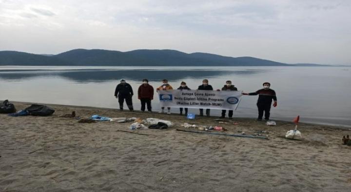 TÜRÇEV Akyaka'da Plaj Temizliği Yaptı