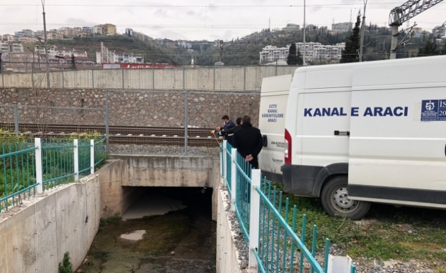 Akaryakıt istasyonundaki sızıntı İzmit sahilini kirletti