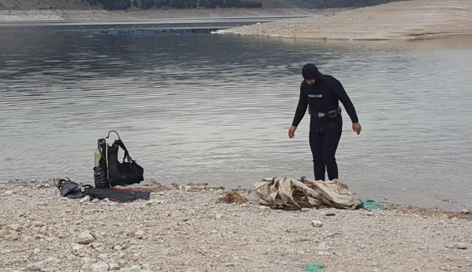 Baraj gölünden tekerlekten halata kadar birçok atık çıktı!