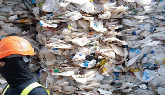 Malezya 2019'dan bu yana 267 konteyner kaçak plastik atığı getirildikleri ülkeye geri gönderdi