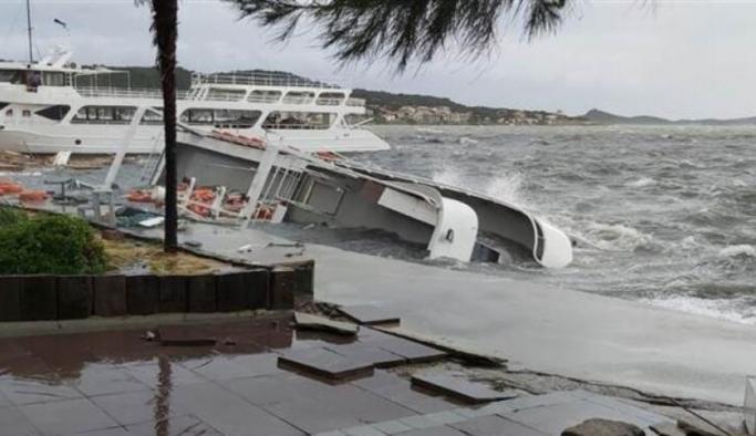 SON DAKİKA: İzmir ve Balıkesir'i fırtına vurdu!