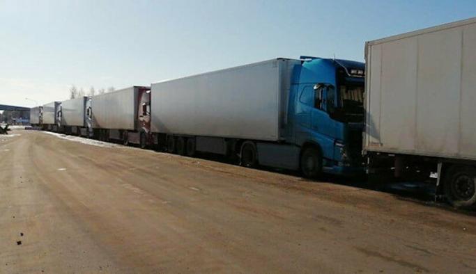 Türkiye plastik atık taşıyan kamyonların ülkeye girişine izin vermiyor
