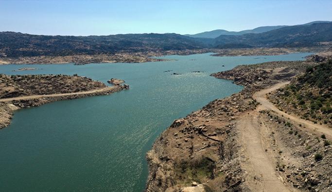 Kuraklık Adnan Menderes Barajı'nı vurdu; doluluk oranı yüzde 19'a geriledi