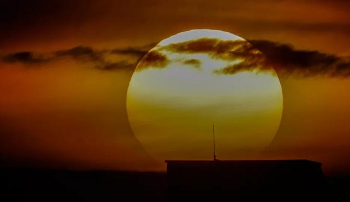 Yüksek hızlı güneş fırtınası 1.6 milyon kilometre hızla Dünya'ya yaklaşıyor