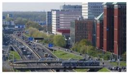 Hollanda, iklim değişikliğiyle mücadele için otoyollarda hız sınırını 100 kilometreye düşürüyor