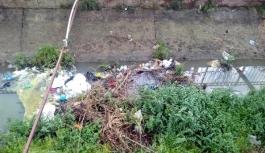 Sulama kanalında çevre kirliliği!