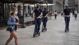İtalya'da salgına karşı 'scooter devrimi'