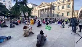 İspanya'da ilkim değişikliğine karşı oturma eylemi