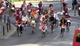 """İzmir'den Berlin'e uzanan """"Süslü Kadınlar Bisiklet Turu"""" yapıldı"""