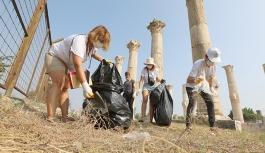 Tarihi kalıntılar arasında çöp topladılar
