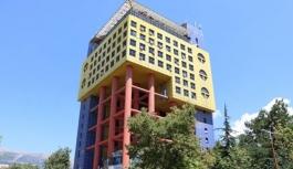 Kahramanmaraş'ta 'dünyanın en saçma binası' yıkılıyor