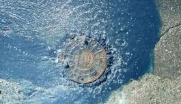 İstanbul'da rögardan mavi su fışkırdı!