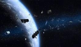 İki uzay 'hurdası' yörüngede çarpışmanın eşiğinden döndü