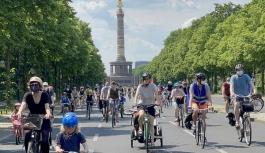 Almanya'da hükümete bisiklet konvoylu...