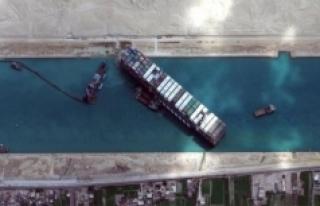 Süveyş Kanalı deniz trafiğine açıldı