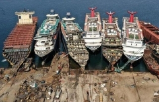 600 ton asbest barındıran uçak gemisi Aliağa'da...