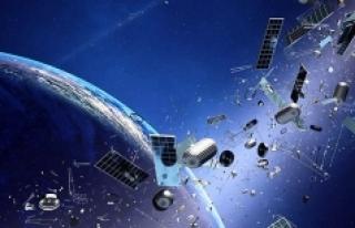 Dünya yörüngesindeki uzay çöplerini toplamak...